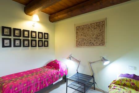 Casa Uno B&B- the twin bedroom - San Costanzo