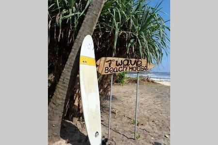 7th wave beach house!!!! - Casa