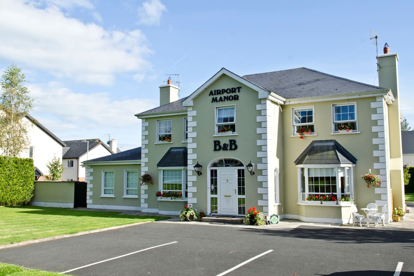 Private Car Park at front of House