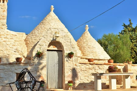 Trullo between the 2 seas of Puglia - Earth House