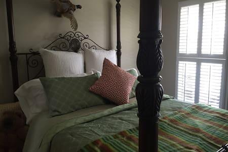 Elegant Mountain Lodging - Bed & Breakfast