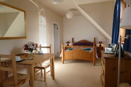 Beautiful en-suite family-room - Casa