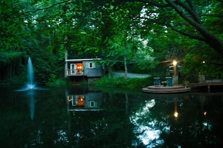 Zen Pond Oasis & Bamboo Bungalow on Lake Lanier - Guesthouse
