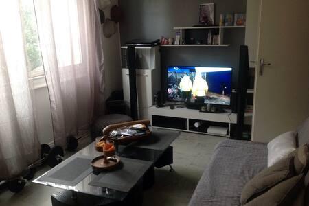 Studio 40m2 . 5 metres de la plage - Antibes - Apartment