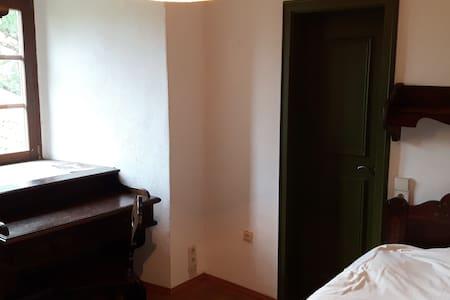 Burgzimmer 2  - ein Ort im Grünen - Apartment