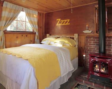 Sugar Pine Romantic Vintage Cabin..... - Idyllwild-Pine Cove