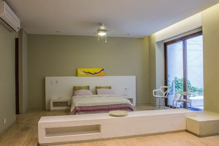 Luxury Studio with Private Jacuzzi in Plaza Novios - Wohnung