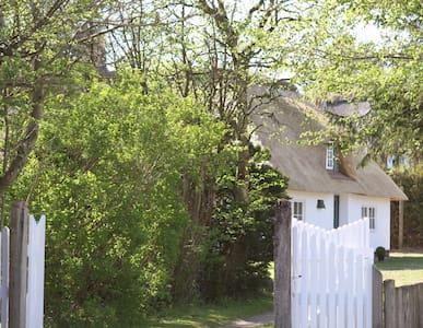 idyllisches Reetdachhaus mit Garten - Aventoft - Casa