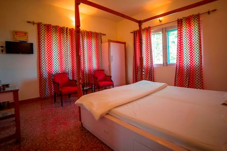 Seclude Palampur - Ground Floor Red Room - Bed & Breakfast
