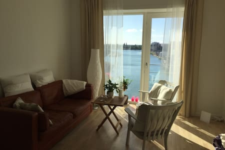 Viewing the Southern Docks from your bed - København - Apartment