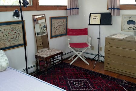 Cozy bedroom in Woods Hole - 一軒家