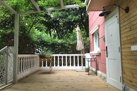 开业惠  带花园的独立小院桐梓林地铁口近美领馆 繁华中的安静 - Appartement