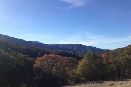 Rainbow Ranch Hilltop Getaway - Maison