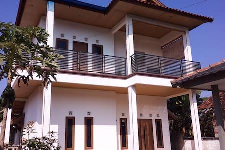 Rumah Lona and Milan - fan bedroom - Casa
