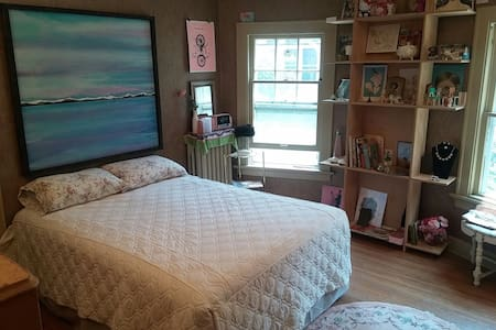 Vintage Charm Queen Bedroom