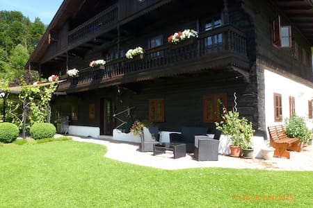 Lake Fuschl in Salzkammergut: B&B for singles - Szoba reggelivel