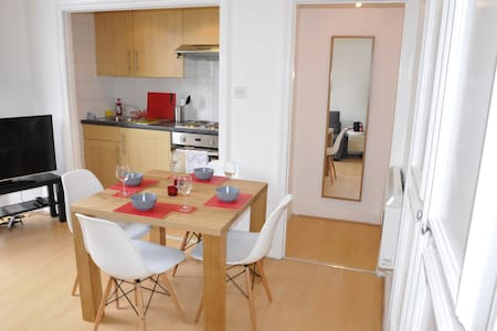 One Bedroom Flat In Holland Road