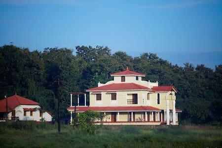 Moradia dos Quadros - House