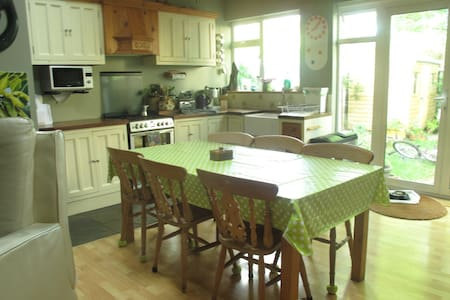 3 bed house, close to sea and city