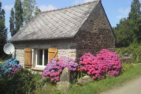 petite maison à 5 km de la mer - House