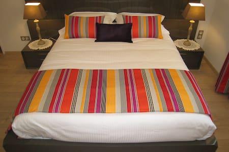 Chambre d'Hôtes/spa Quermaurelle - Milhac - Bed & Breakfast
