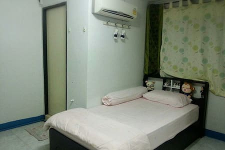 Room type: Private room Bed type: Real Bed Property type: Bed & Breakfast Accommodates: 1 Bedrooms: 1 Bathrooms: 1