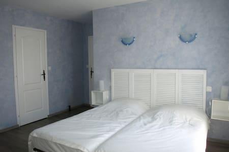 Chambre d'hôte 2 personnes Bleue - Bed & Breakfast