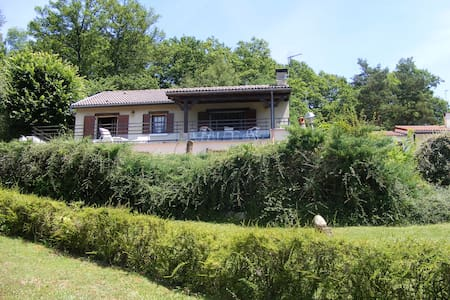 *Maison de Vacances au bord du Lac* - House