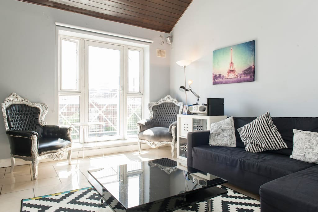 Ideal city Penthouse nr everything!