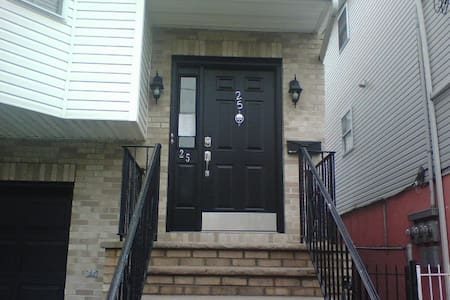 1BR located Newark. Min. to NJPAC/Prudential Ctr - Ньюарк - Квартира