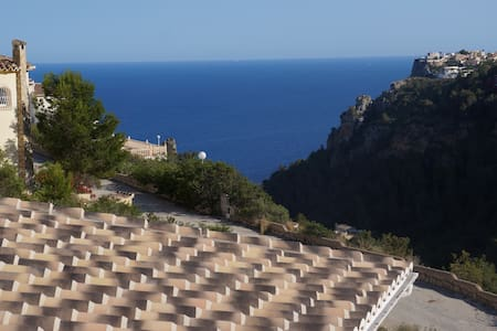 Villa for 6-8 with  fantastic  view! - Casa
