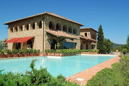 Villa Terralsole - 3 bedroom Vineyard Paradise - Montalcino