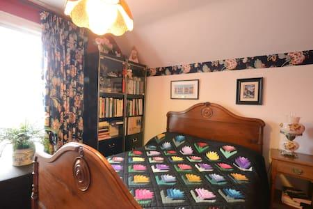 Heart of Niagara-Single room        - St Catharines - House