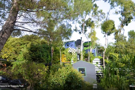 HOLLYWOOD HILLS GARDEN OASIS - TRANQUILITY AWAITS - Daire