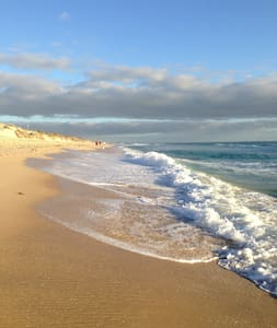 House nearby Perth's best beaches! - Dom