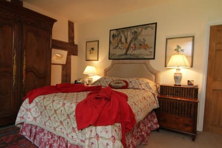 The Red Bedroom at Court-y-Grove - Kentchurch - Huis