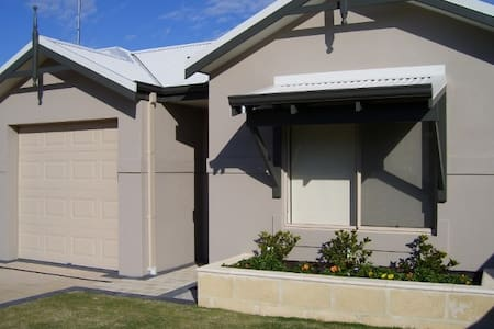 Bunbury Contractors / Holiday Unit - House
