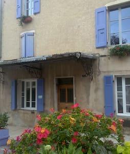 Chambre bleue à La Maison du Voisin - Townhouse