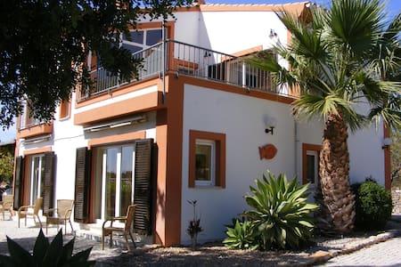 Quinta Arruba Guest House - Tavira - Bed & Breakfast