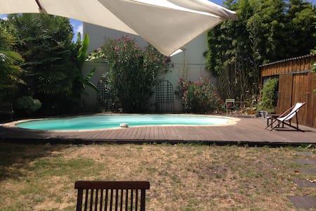 Maison avec piscine quartier calme