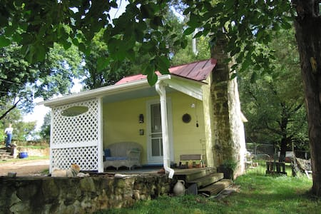 Getaway Cottage up Scenic Garth Rd - Close to UVA - Charlottesville