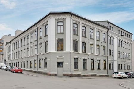 The appartment is close to the tram and the subway. Only takes 10 minutes to get to Grunerløkka ( the hippest part of Oslo). It is calm and peaceful. The appartment is spaceous
