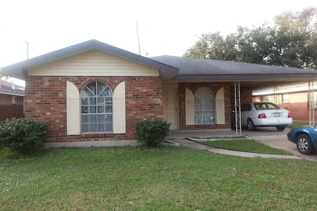 Room Metairie 3Br House Frnqtr 15 m