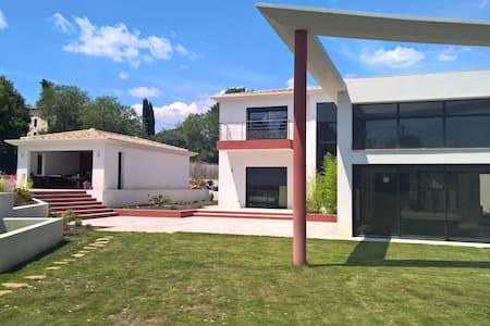 Maison contemporaine - House