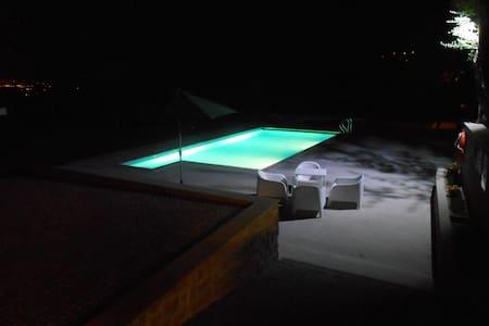 Casa tranquila com muito espaço - Vila Verde - Villa