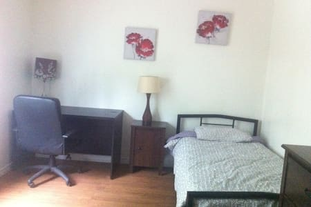 Room w toilet shared shower 305 - Longueuil - Dorm