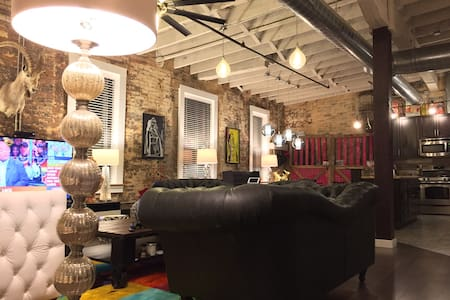 Room in Dazzling OTR Loft