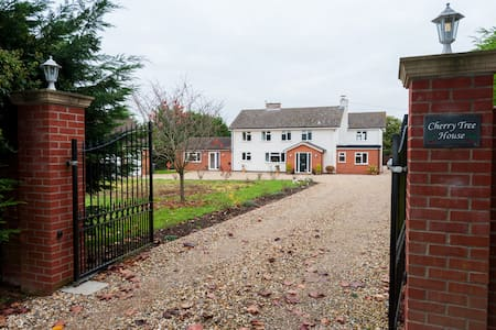 Self contained one bedroom annexe - Gazeley