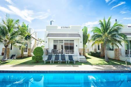 #32 Romantic Getaway for Two in Poolside Villa - Tambon Sam Roi Yot - Flat