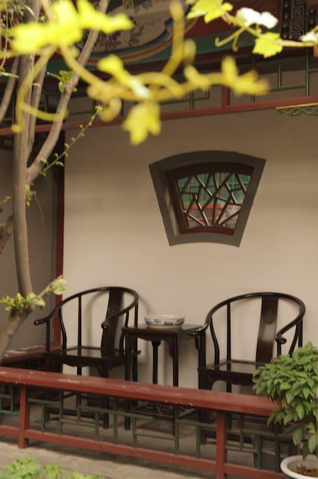 回廊 雨天可以坐在这里听雨、看书或是焚香、喝茶